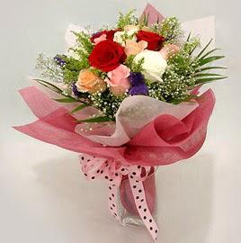 Karisik renklerde 11 adet gül buketi  Tokat 14 şubat sevgililer günü çiçek
