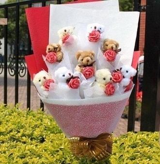 Tokat İnternetten çiçek siparişi  9 adet ayicik ve 9 adet yapay gül