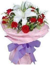 9 adet kirmizi gül 1 adet kazablanka buketi  Tokat kaliteli taze ve ucuz çiçekler