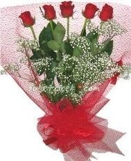 5 adet kirmizi gülden buket tanzimi  Tokat uluslararası çiçek gönderme