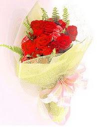 9 adet kirmizi gül buketi  Tokat çiçek yolla