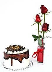 Tokat İnternetten çiçek siparişi  vazoda 3 adet kirmizi gül ve yaspasta