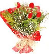Tokat çiçek , çiçekçi , çiçekçilik  5 adet kirmizi gül buketi demeti