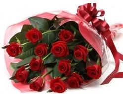 Tokat çiçek , çiçekçi , çiçekçilik  10 adet kipkirmizi güllerden buket tanzimi