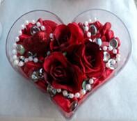Tokat çiçek yolla  mika kalp içerisinde 3 adet gül ve taslar
