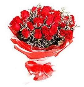 Tokat çiçek siparişi sitesi  12 adet kırmızı güllerden görsel buket