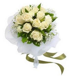 Tokat çiçek siparişi vermek  11 adet benbeyaz güllerden buket