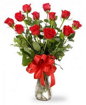 Tokat çiçek online çiçek siparişi  12 adet kırmızı güllerden vazo tanzimi