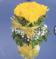 Tokat çiçek , çiçekçi , çiçekçilik  Cam vazoda 9 Sari gül