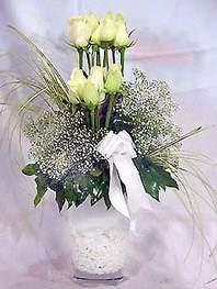 Tokat çiçek gönderme sitemiz güvenlidir  9 adet vazoda beyaz gül - sevdiklerinize çiçek seçimi