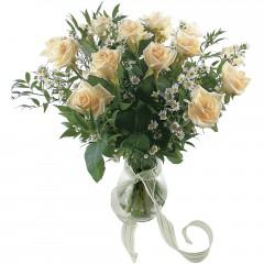 Vazoda 8 adet beyaz gül  Tokat çiçek satışı