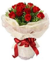 12 adet kırmızı gül buketi  Tokat çiçek , çiçekçi , çiçekçilik