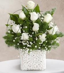 9 beyaz gül vazosu  Tokat hediye sevgilime hediye çiçek