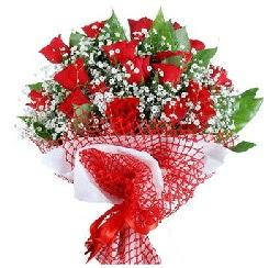 11 kırmızı gülden buket  Tokat çiçek satışı