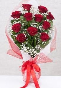 11 kırmızı gülden buket çiçeği  Tokat çiçek satışı