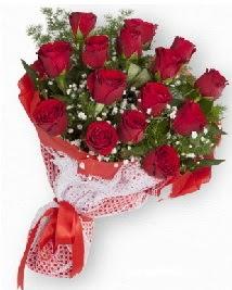 11 kırmızı gülden buket  Tokat çiçekçiler