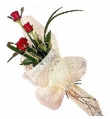 3 adet kırmızı gül buketi  Tokat çiçekçiler