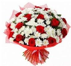 11 adet kırmızı gül ve 1 demet krizantem  Tokat çiçek siparişi sitesi