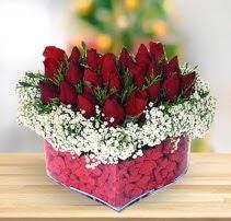 15 kırmızı gülden kalp mika çiçeği  Tokat hediye sevgilime hediye çiçek