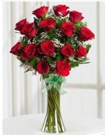 Cam vazo içerisinde 11 kırmızı gül vazosu  Tokat çiçek , çiçekçi , çiçekçilik