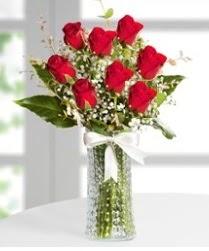 7 Adet vazoda kırmızı gül sevgiliye özel  Tokat güvenli kaliteli hızlı çiçek