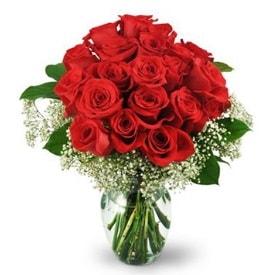 25 adet kırmızı gül cam vazoda  Tokat çiçek online çiçek siparişi