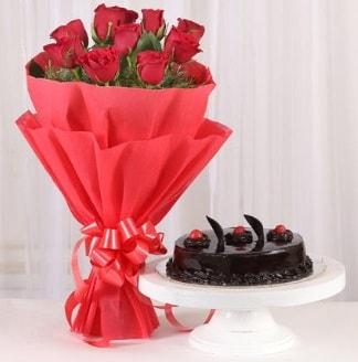 10 Adet kırmızı gül ve 4 kişilik yaş pasta  Tokat yurtiçi ve yurtdışı çiçek siparişi