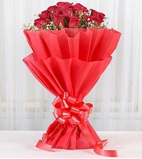 12 adet kırmızı gül buketi  Tokat çiçek mağazası , çiçekçi adresleri